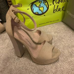 Chinese Laundry light grey suede heels